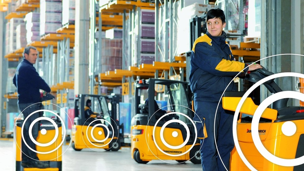 Saving on Costs with Forklift Fleet Management