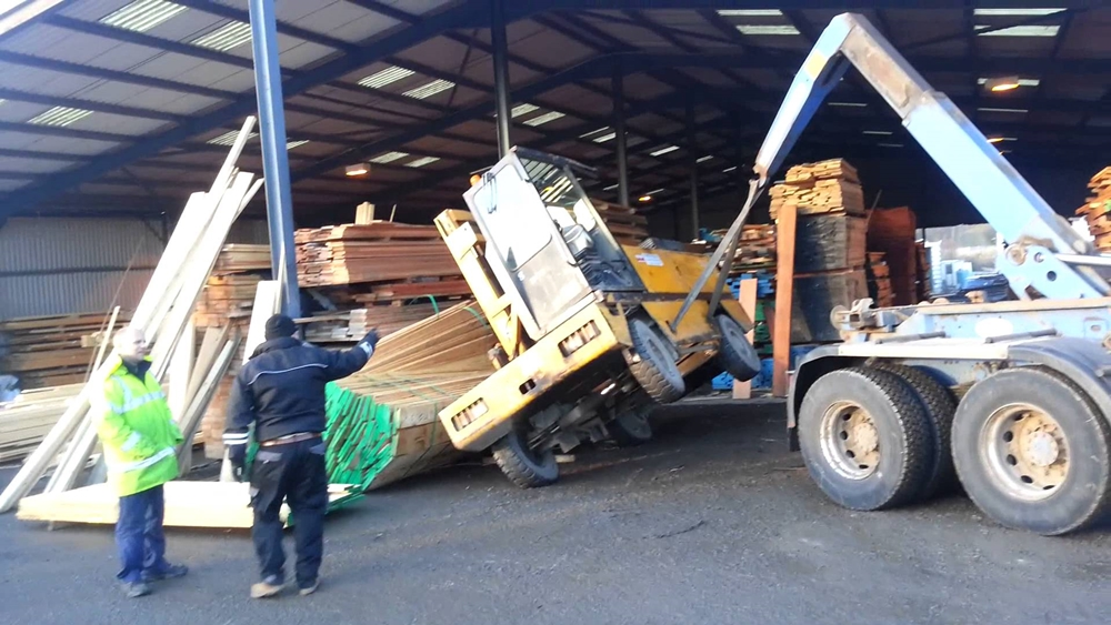 How NOT To Operate Your Forklift (VIDEO)